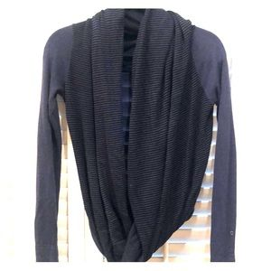 Lululemon black/navy sweater